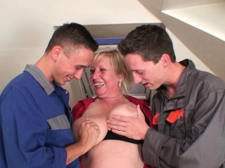 She takes two cocks into her old pussy and throat