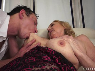 21Sextreme Video: Grand in Grannies