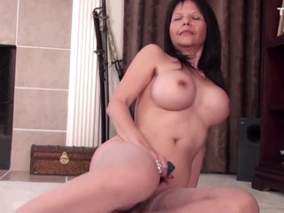Rebekah from DATES25.COM - Old but still hot american granny