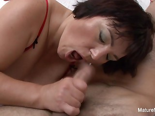 Bbw Granny Fucks A Younger Guy On The Couch - Mature'NDirty